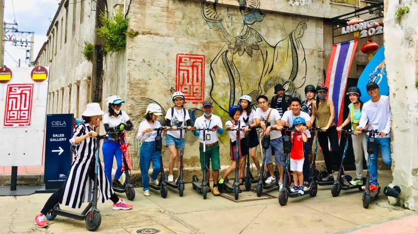 Large_group_on_e-scooter_tour_in_Bangkok