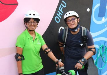 Tour guides with Electric Skateboards