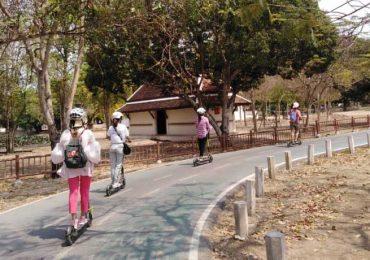 Scooting along in Ayutthaya