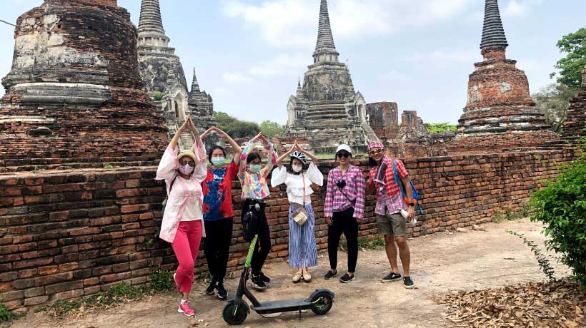 Group_at_Wat_Phra_Si_Sanphet_E_Scooter_Tours