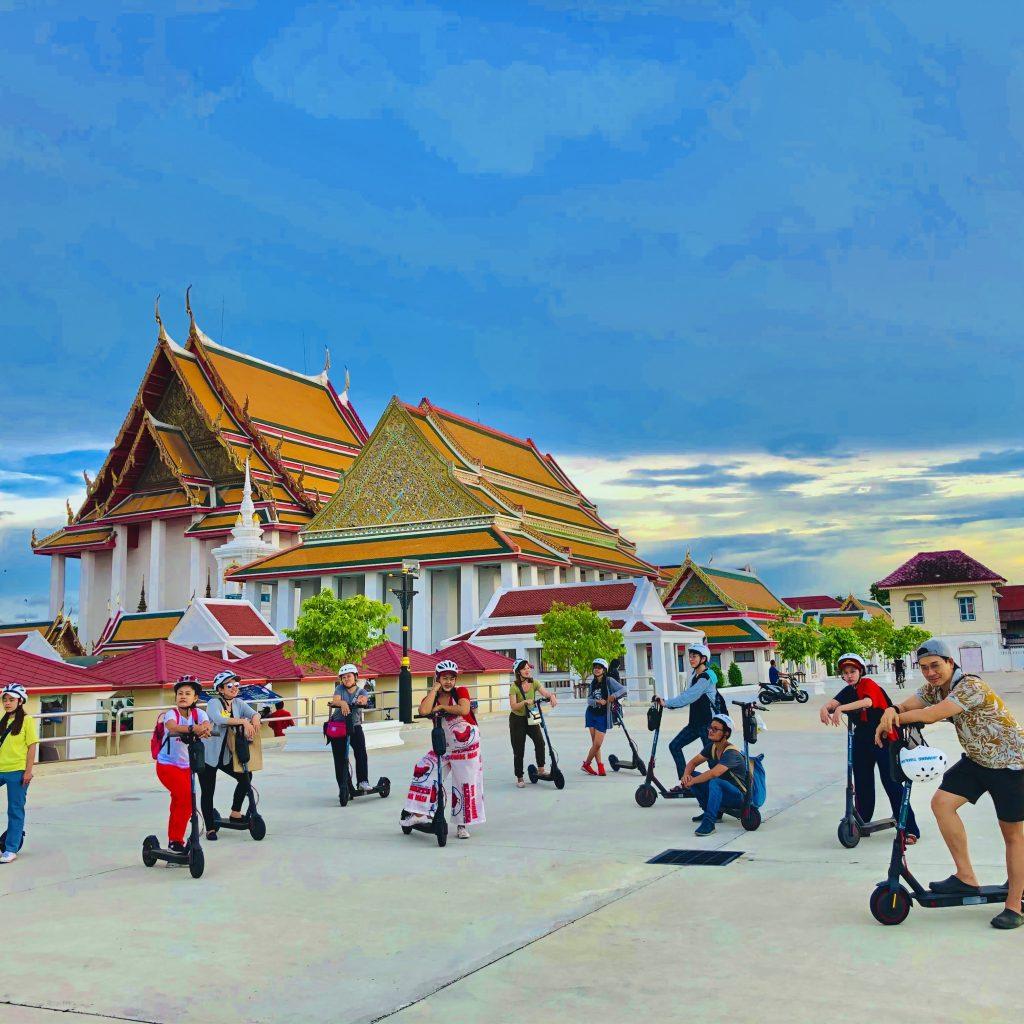 Thai group on e-scooter tour