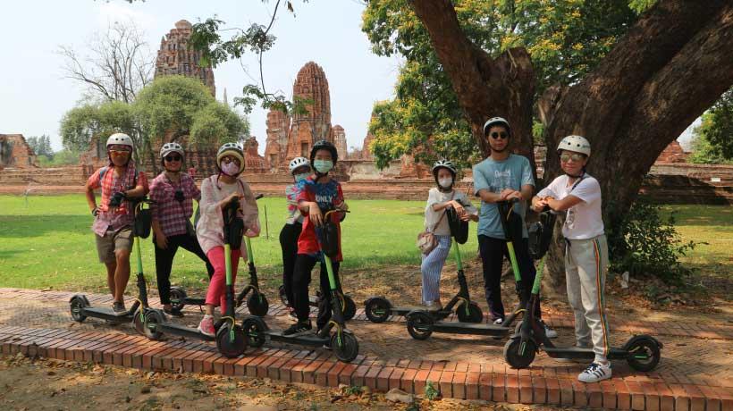 E-Scooter tour Ayutthaya, outside Wat Maha That
