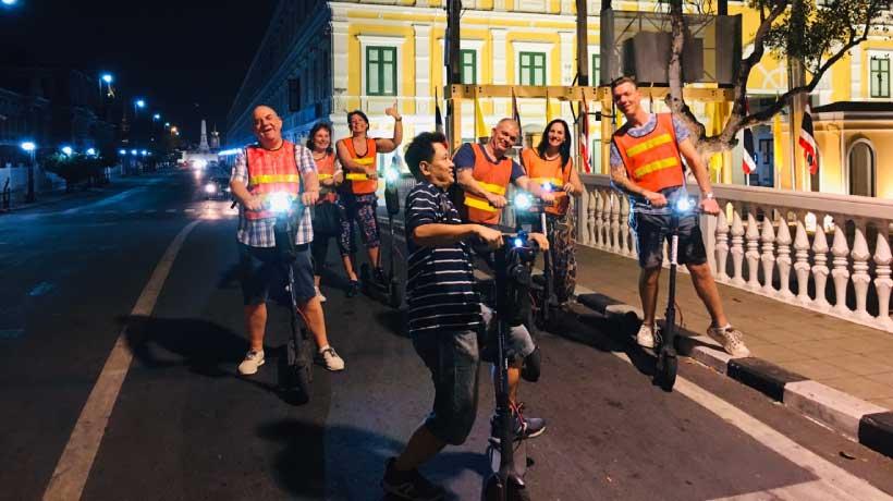 Night_Scooter_Tour_Group_in_Bangkok