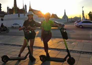 Sunset at the Palace in Bangkok on a Electric Scooter Tour