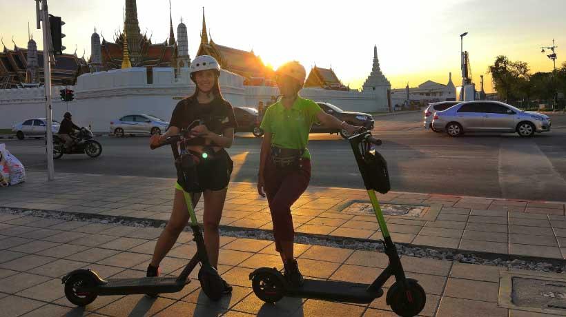 Night_Scooter_Tour_Outsite_Bangkok_Palace