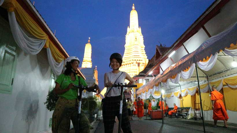 Wat_Arun_On_A_Scooter_Tour