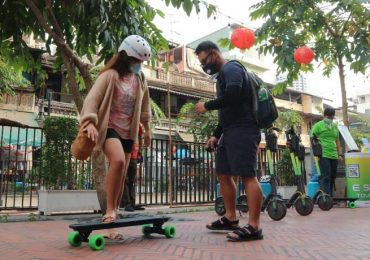 One of our guides teaching a guest to ride an e-skateboard