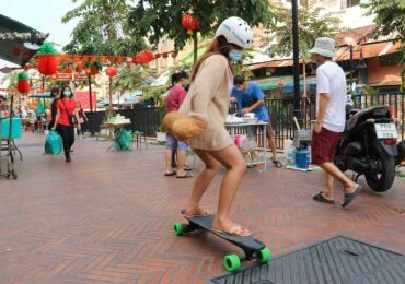 Learning to use an e-skateboard