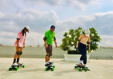 Learn to use an e-skateboard on the tour